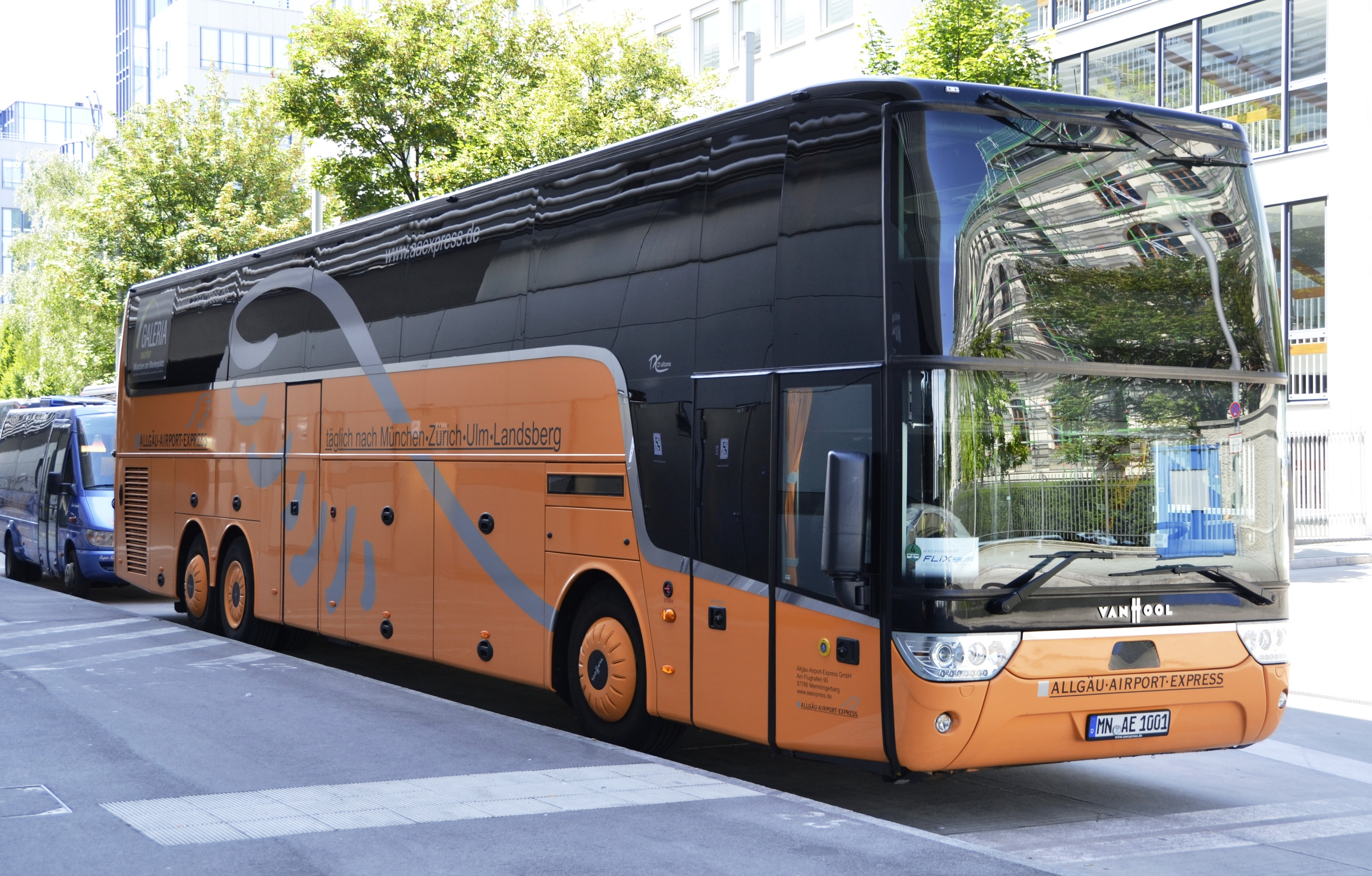 Vanhool bus photo - 3