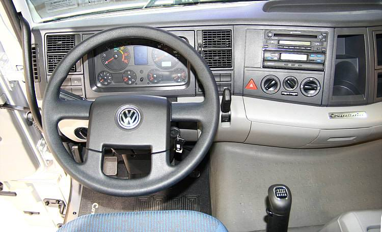 Volkswagen constellation photo - 1