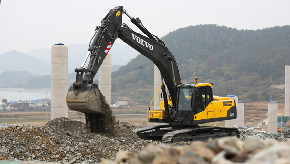 Volvo ec240 photo - 2