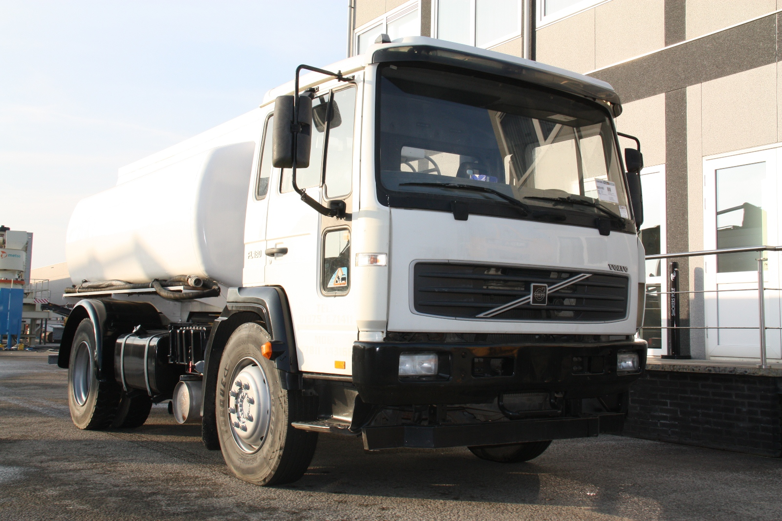 Volvo fl180 photo - 4
